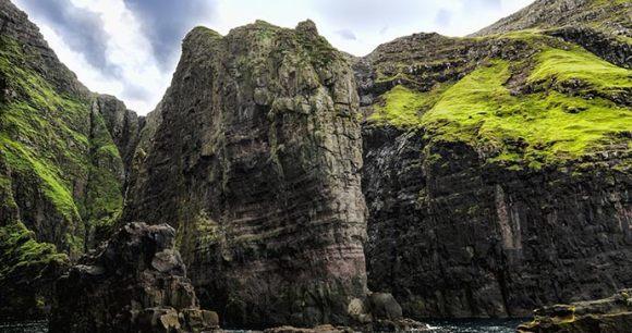 Vestmanna bird cliffs Faroe Islands by Eydfinnur, Shutterstock