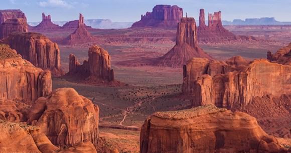 Monument Valley USA California Zephyr Zhukova_Valentyna, Shutterstock