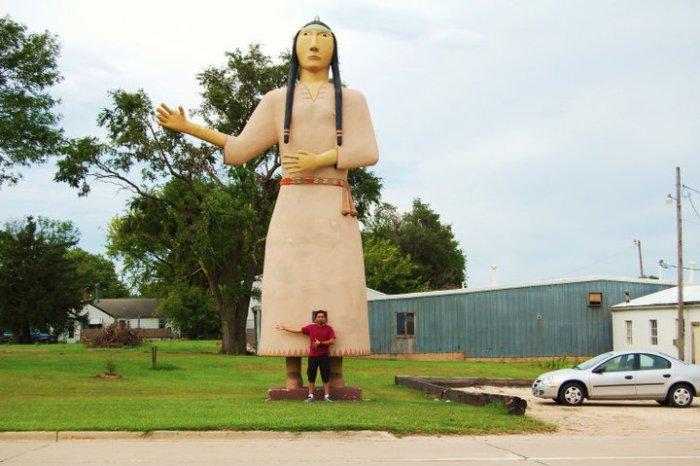 Pocanhontas statue 1