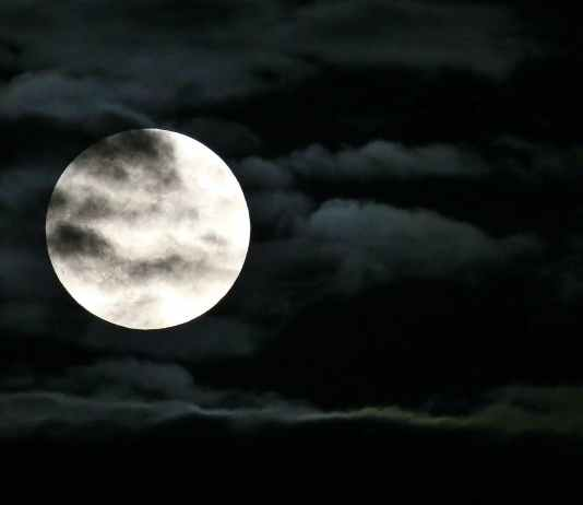 10 Strange Facts About The Moon