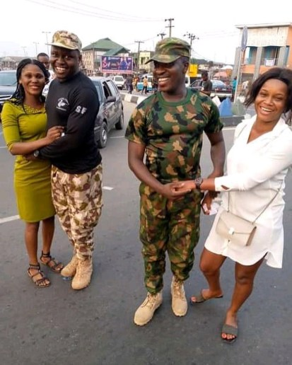 See Photos As 2 Nigerian Soldiers Propose To Their Girlfriends On The Street In Delta