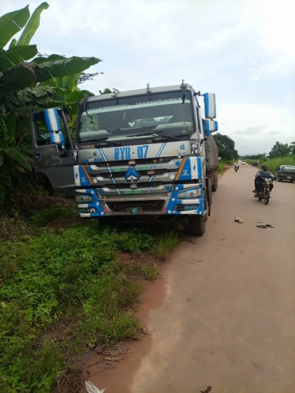 How Armed Robbers Hijacked Truck Loaded With Bags Of Cement, Machete Driver And Conductor In Edo