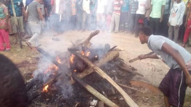 Angry Mob In Akwa Ibom Burnt Three Notorious Robbers To Death