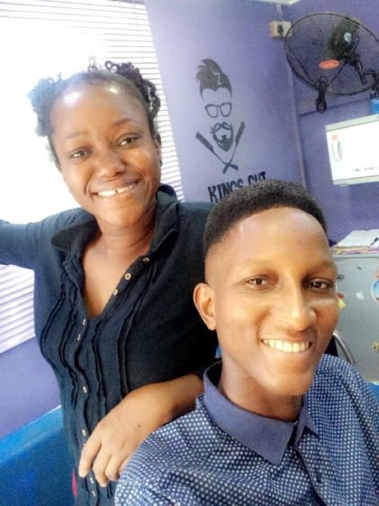 Nigerian Female Barber Who Is A Graduate Shows Off Her Impressive Skill