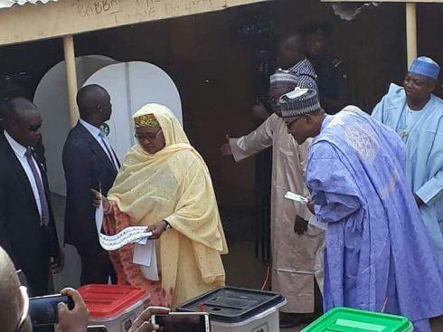 President Buhari Provokes Laughter As He Peeps Through Aisha's Ballot Paper