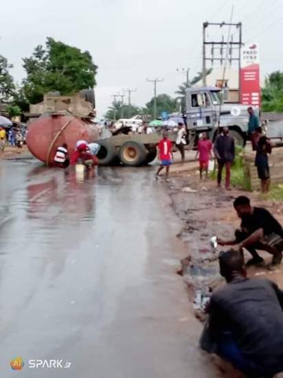 Residents Scoop Diesel From A Fallen Tanker
