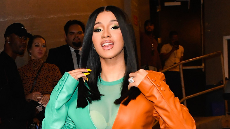 Cardi B Arrives Lagos, Covers Her Nose At Lagos Hotel, Amid Heavy Security