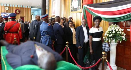 Kenyans On Queue To See The Corpse Of Their Former President, Moi