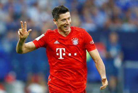 Lewandoski Sets Record As Bayern Beat Dusseldorf