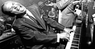 """11 Piano Lessons in 9 Minutes from Iconic Jazz Pianist Earl """"Fatha"""" Hines"""