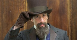 "Neil Gaiman Reads Charles Dickens's Original Performance Script for ""A Christmas Carol"""
