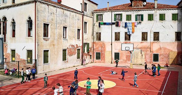 Where Children Play: Photographs of Playgrounds Around the World