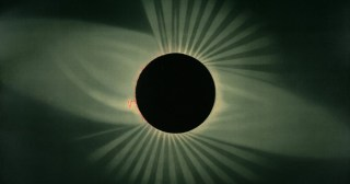 Into the Chute of Time: Annie Dillard on the Stunning Otherworldliness of a Total Solar Eclipse