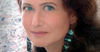 The Effortless Effort of Creativity: Jane Hirshfield on Storytelling, the Art of Concentration, and Difficulty as a Consecrating Force of Creative Attention