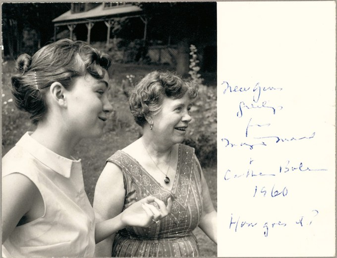 Bateson with her mother, Margaret Mead, in 1960 (Smithsonian National Anthropological Archives)