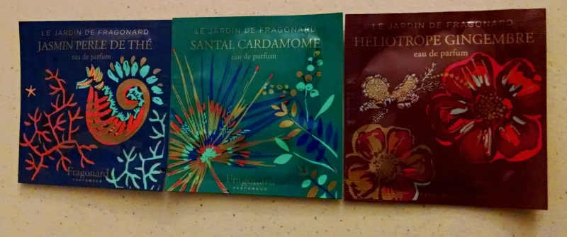 [image: three sachets of perfume samples from Fragonard: Jasmin Perle de Thé, Santal Cardamome, and Héliotrope Gingembre]