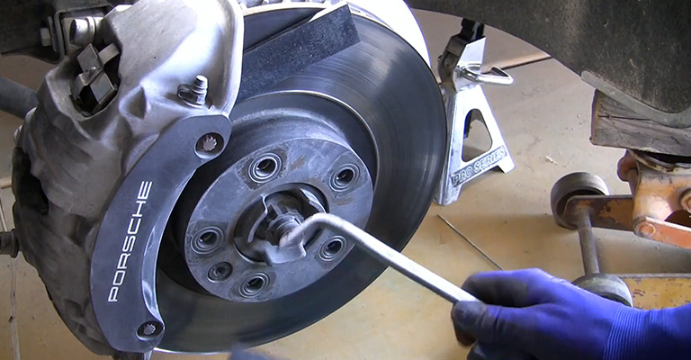 Best Brake Pads for Porsche Cayenne Review