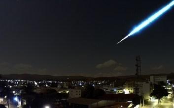 Meteoro registrado em Piumhi, MG - Créditos: Grupo Isimples / climaaovivo.com.br