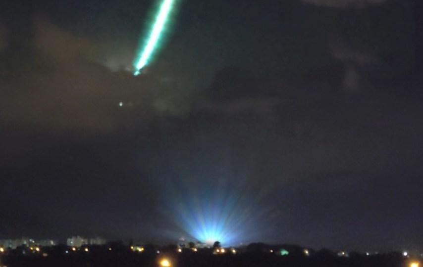Bólido registrado durante show de luzes do DJ Alok em Goiania - Créditos: Victor Neves