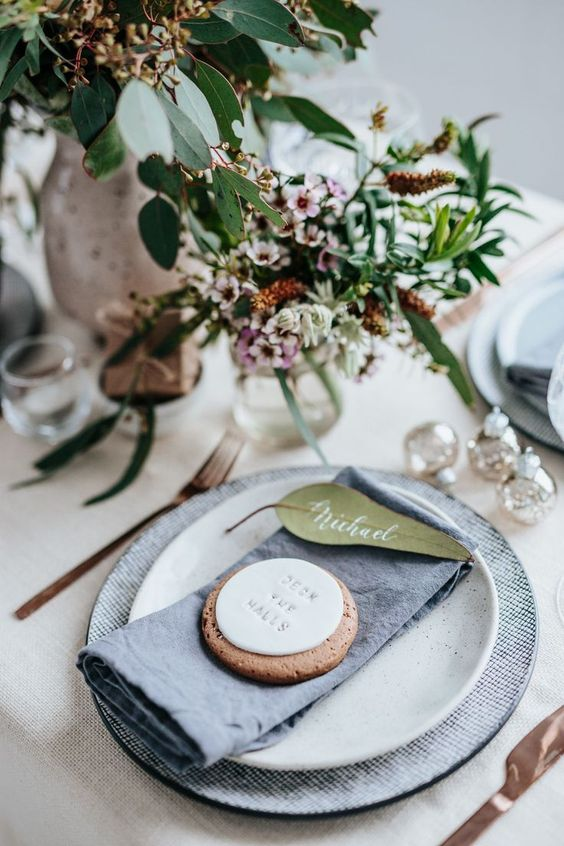 Christmas name place cards, how to set a festive table