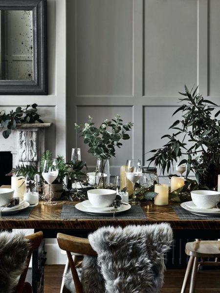 How to set a dinner party table for Christmas