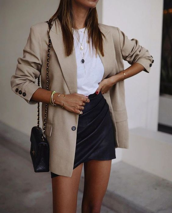 neutral colours outfit with beige blazer