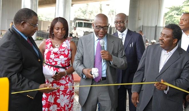 Cutting the tape to unveil the boards, Mr. George Noah, M.D. LASAA, (Middle) flanked by Tony Udenze, M.D. Capital Media, Felix Ehikhuemen, Head, Capital M OOH, Ikechi Odigbo, Managing Director, DDB Lagos, (right), Alh. Garba Bello-Kankarofi, APCON Registrar/CEO and Chinonyen Obi, Bus. Dev. Mngr, Capital M OOH.