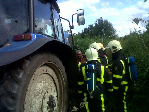 Tractor in brand bij Schoorbrug Nederweert-Eind