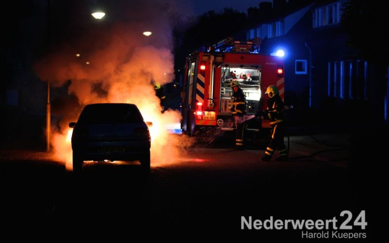Auto in brand Julianastraat