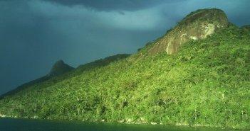 Passeios de barco no Saco do Mamanguá