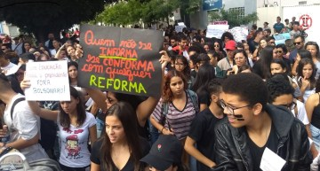 Students and unions unite: One million march against Bolsonaro