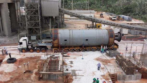 Construção de novas fábricas de cimento.