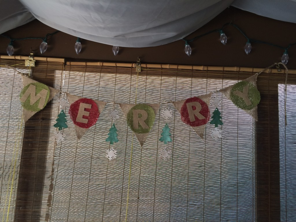 DIY_Christmas_Banner_with_cork_and_burlap
