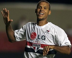 After spending five seasons in Europe, Luis Fabiano is going back to São Paulo