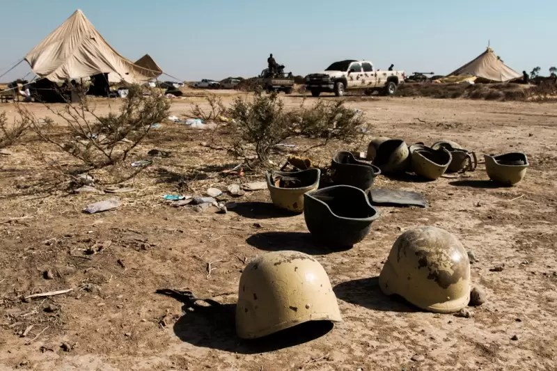 Helmets abandoned by IA troops fleeing ISIS