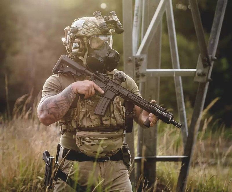 Brent Brabant (a Breach-Bang Clear) contributor with an LCS-equipped rifle.