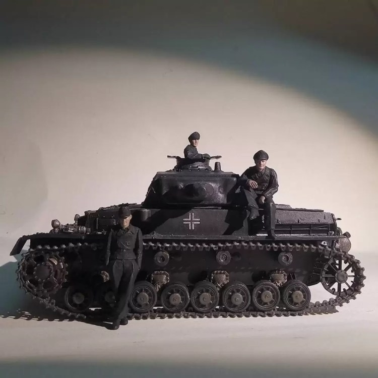 In this installment of tank week: 5 of the best 1/35 scale and other scale model tank modelers around: Panzerkampfwagen IV.