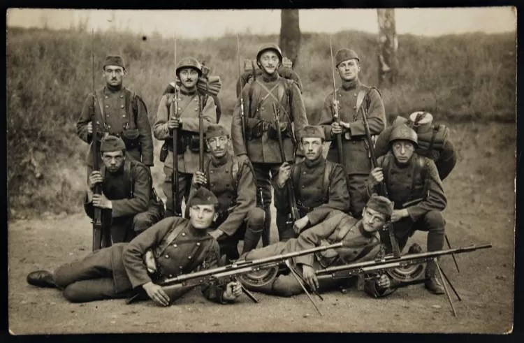 French soldiers from the First World War in a posed photo. This squad is made of men carrying the Lebel rifle and two Chauchats. (Photo: Author's Collection)