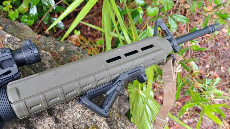 Light Rifle AR-15 build with magpul handguard.