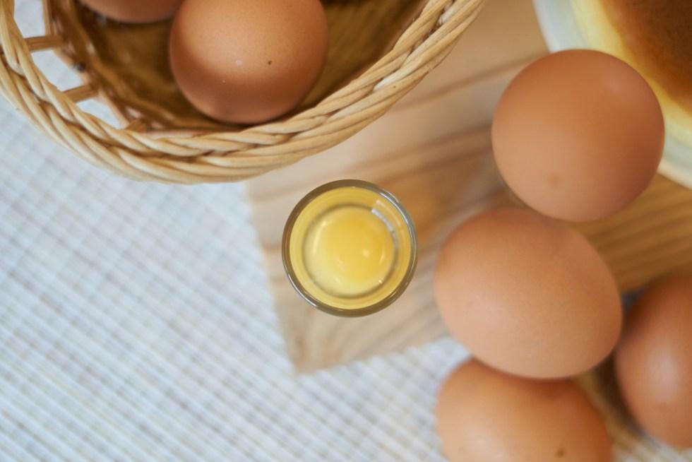 無粉輕乳酪蛋糕 | 最重要的元素,雞場直送的新鮮雞蛋,每顆蛋黃飽滿彈Q