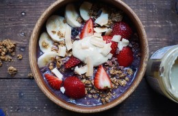 Purple Love Raw Oats & Chia Bowl with acai