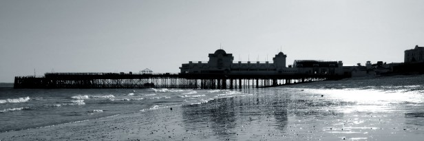 South Parade Pier - Black and White. Copyright © 2007 Gary Allman, all rights reserved.