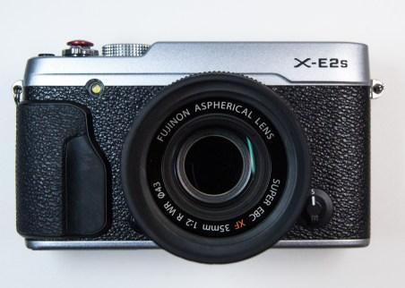 Photograph of a Fujifilm X-E2s camera with 35mm F2:0 WR lens