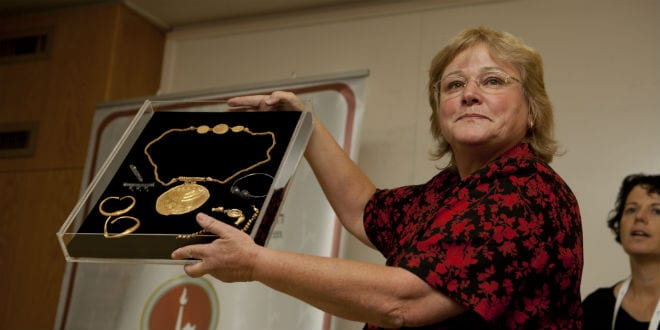 Israeli archaeologist Eilat Mazar shows an ancient medallion dated to the late Byzantine period (early seventh century CE) with a shofar (ram's horn) and a Torah scroll icon during a press conference in the Hebrew University of Jerusalem, Israel, 09 September 2013. The treasure was found in Jerusalem excavations in the City of David's summit at the Temple Mount's southern wall by members of the Hebrew University Institute of Archaeology. (Photo: Flash90)