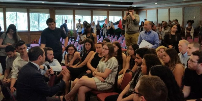 Protests During Nir Barkat's Lecture in San Francisco University, 6.4.2016 (Photo: Jerusalem Municipality / TPS)