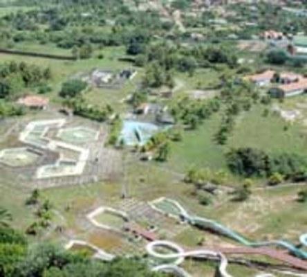 Foto da Tribuna do Norte do antigo Natal Acqua Center já abandonado