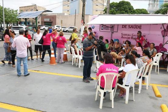 Mulheres dentro do estacionamento da ALRN (Foto: Grupo Reviver)