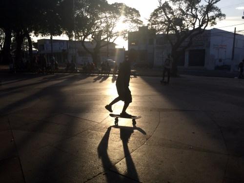 Praça André de Albuquerque é uma das opções para andar de skate (Foto: Lara Paiva)