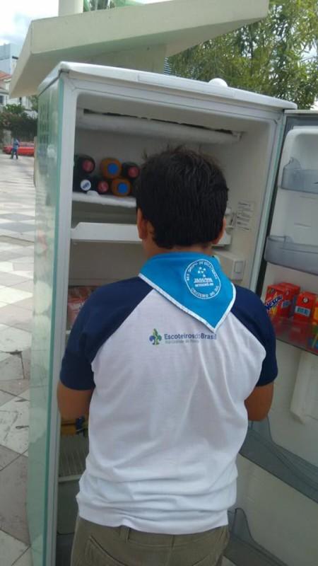 Gente doando comida em Mossoró (Foto: Facebook)