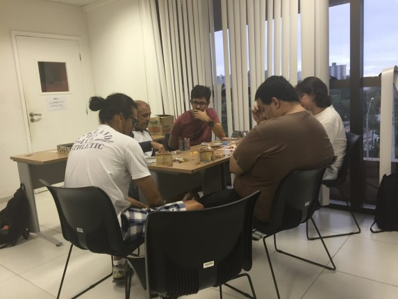 Sábado foi dia de experimentar jogos de tabuleiros da terra (Fotos: Lara Paiva)
